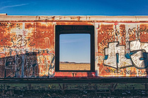 世紀末的な風景。ボリビアで放棄された列車の数々の写真 (3)