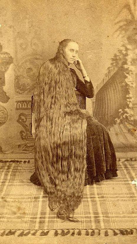 昔の人は髪の毛が超長い!ビクトリア朝の女性の白黒写真 (3)