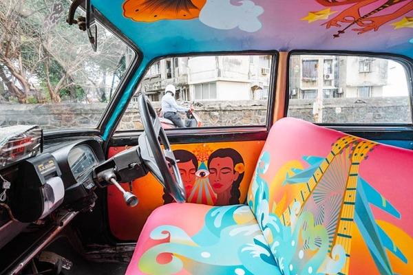 明るい気分で乗車できる!超カラフルなインドのタクシー (20)