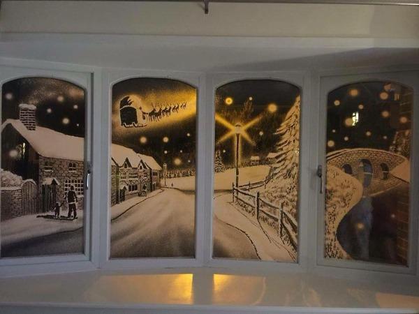 クリスマスシーズン!スノースプレーで窓に描く雪景色のアート (11)