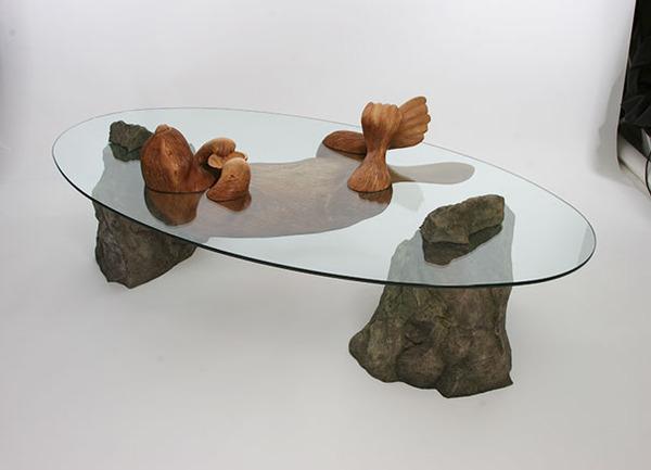動物が水面にプカッと浮いてくるようなガラス製テーブル (4)