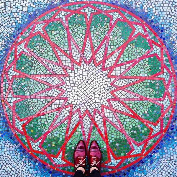 カラフルで多様なロンドンの床の写真シリーズ (4)