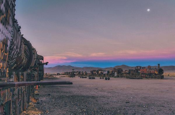世紀末的な風景。ボリビアで放棄された列車の数々の写真 (2)