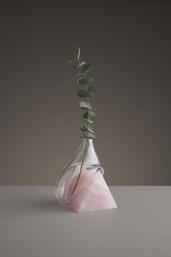 ニュルっとしている。柔らかそうなガラスの花瓶アート (4)