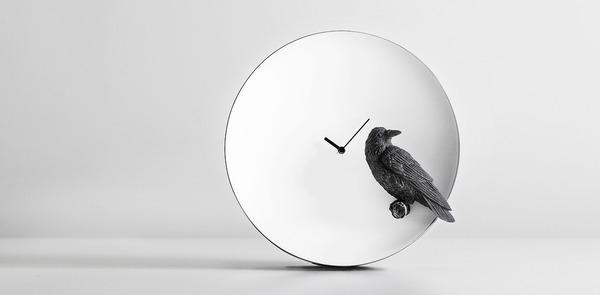 夜行性動物のシルエットが浮かぶ!月のように輝く蓄光時計 (3)