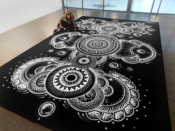 塩で描くアートがすごい!肖像画、曼荼羅模様、動物の絵など (1)