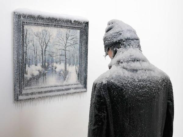 凍えるような寒さが伝わってくる!等身大レプリカと絵画の展示 (1)