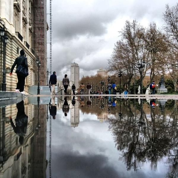 パラレルワールド!水たまりに反射する街の風景写真 (22)
