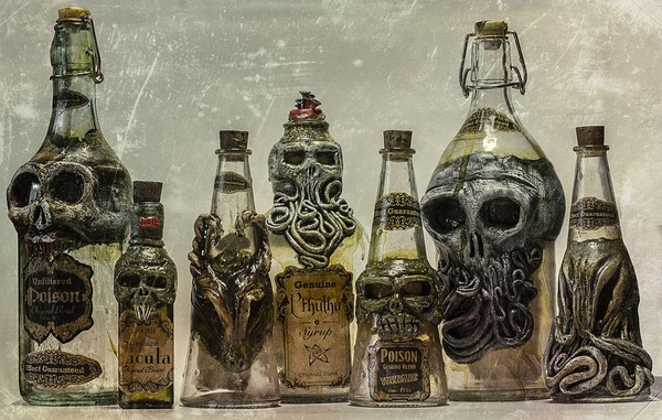 悪魔が宿る不気味な酒瓶