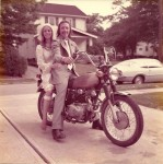 変わらぬ永遠の愛!40周年の結婚記念日を迎えた夫婦の写真
