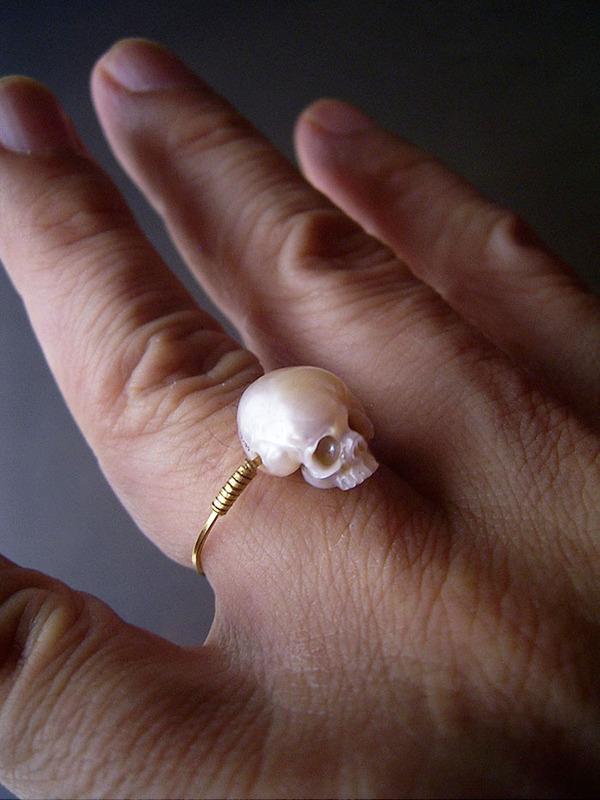 歯もあるよ!日本人デザイナーによる真珠の頭蓋骨 (9)