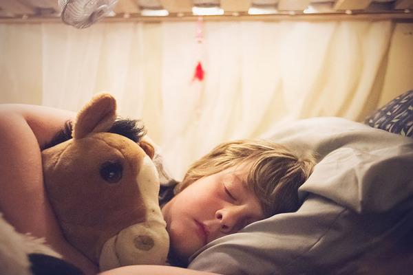 ビッグなオリジナルベッド!家族7人が皆で一緒に眠れるベッド (7)