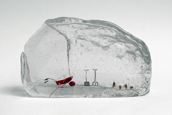 ガラスの中のミニチュア。氷に閉じ込められたような凍結世界 (6)