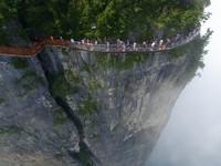 中国の天門山!もはやホラー…。恐怖と絶景を同時に楽しめる橋