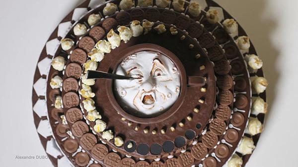 動くチョコレートケーキ!回転するとアニメになるゾエトロープ (1)