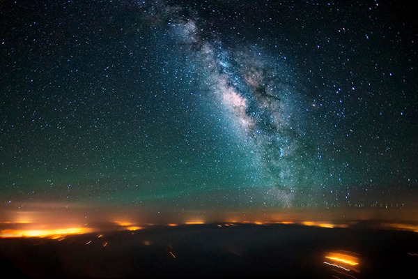 コックピットから撮影された壮大な空の写真 (1)