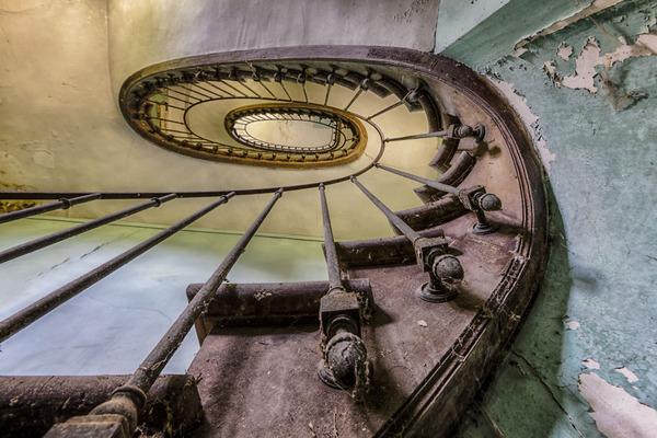 ヨーロッパの廃墟画像!寂れた建物の内観でメランコリック (7)