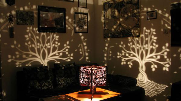 美しい模様が光となって部屋を照らす!レーザーカットのランプ (5)
