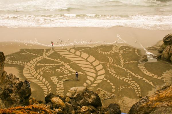 砂浜に描く絵画アート 2