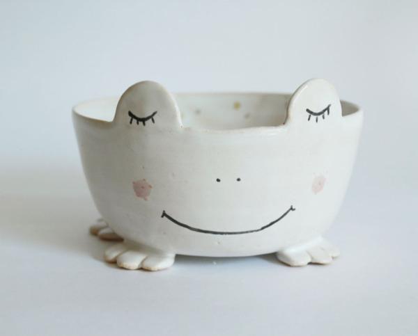 ほのぼのかわいい!瞳を閉じた動物たちの手作り陶磁器 (11)