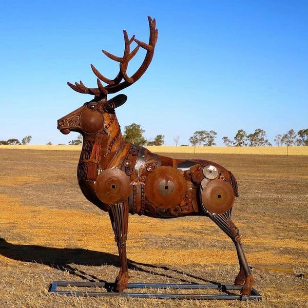 スクラップ金属で作る動物の彫刻がメカっぽくて格好良いよー (6)