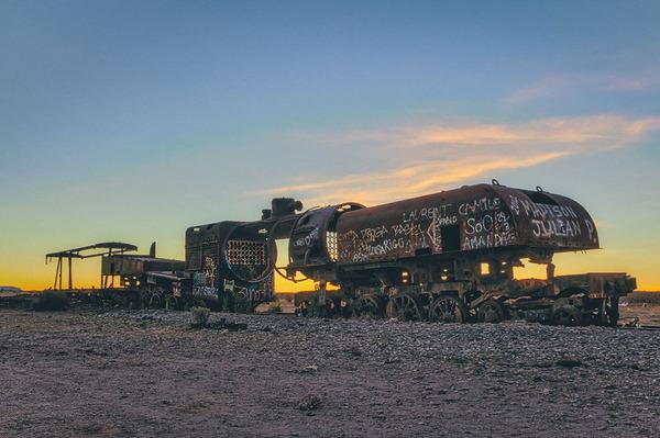 世紀末的な風景。ボリビアで放棄された列車の数々の写真 (8)