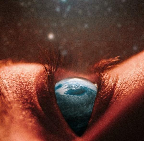 瞳をデジタル加工したアート  Nevan Doyle 2