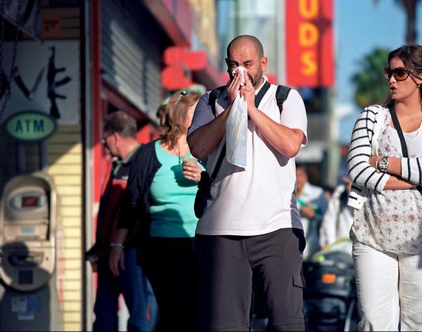8 公共の場で鼻を噛むのは失礼に当たる