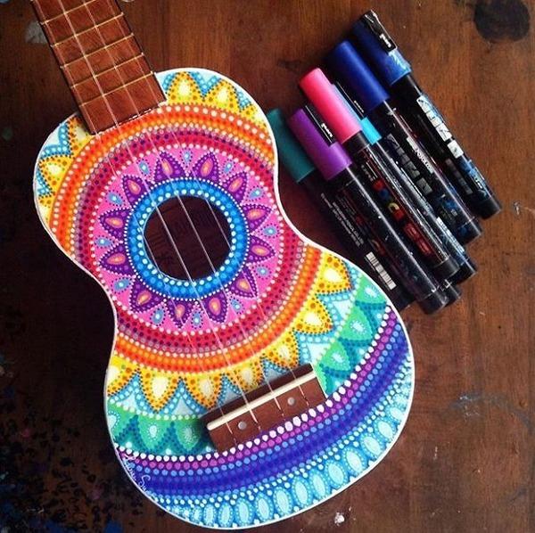 マーカーペンを使用して楽器にお洒落なペイント! (4)