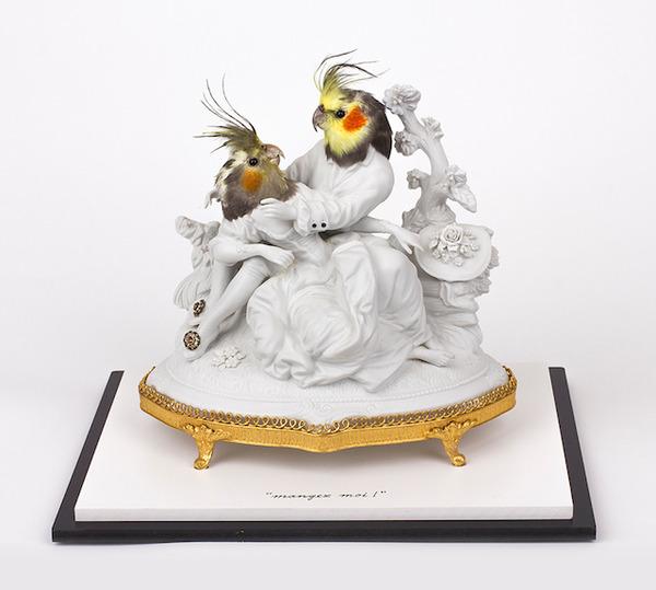 鳥頭人間,バードヘッドの磁器彫刻アート 1