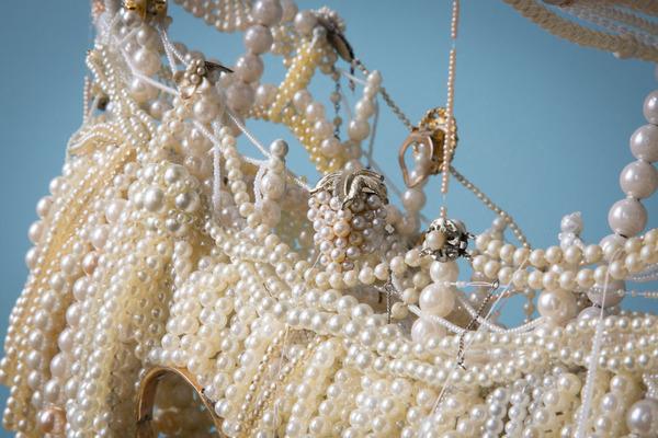パールネックレスで作られた真珠の海に浮かぶガレオン船 9