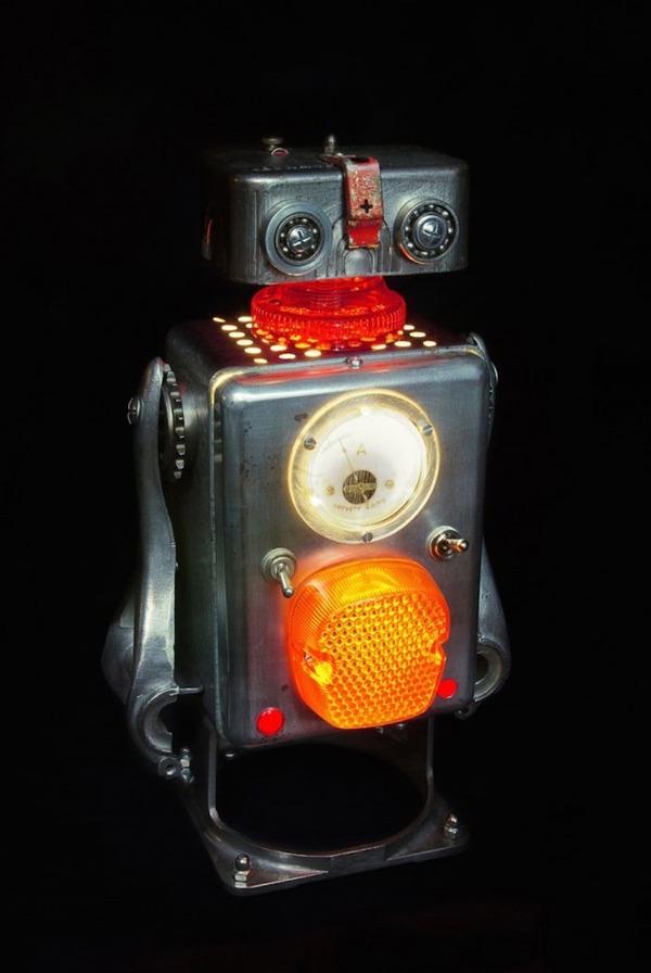 イルミネーションが光るレトロなロボット彫刻 5
