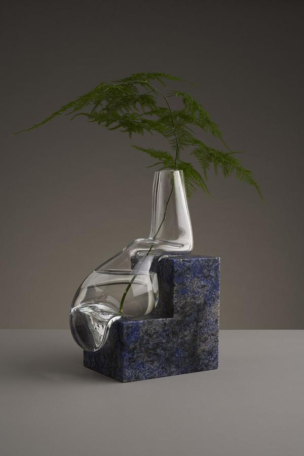 ニュルっとしている。柔らかそうなガラスの花瓶アート (9)