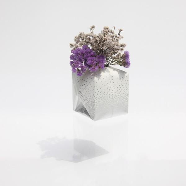 『O2 VASE』折り紙の紙風船みたいに膨らませる可愛い花瓶 (2)