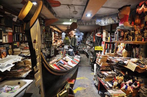 ヴェネツィアにある珍しい書店!『Libreria Acqua Alta』 (1)