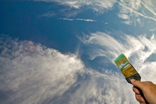 雲を食べる、掴む!ふわふわ白い雲を遠近法で遊ぶおもしろ画像 (12)