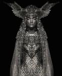 眠る銀の騎士。銀の刺繍と彫刻の衣装をまとった睡眠の肖像