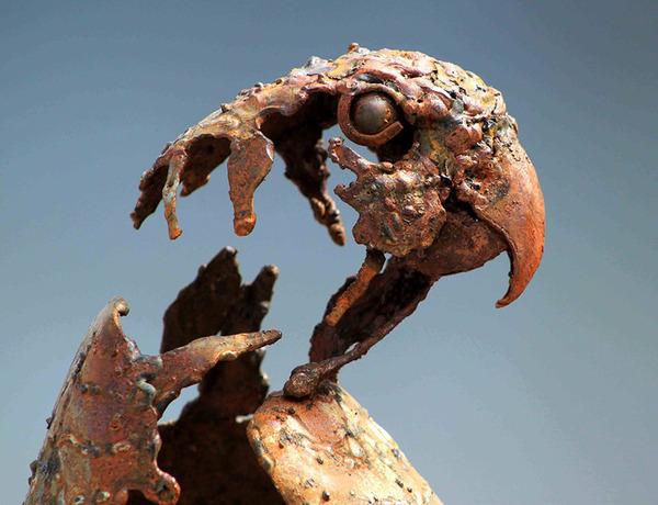 屑鉄から生まれた鳥