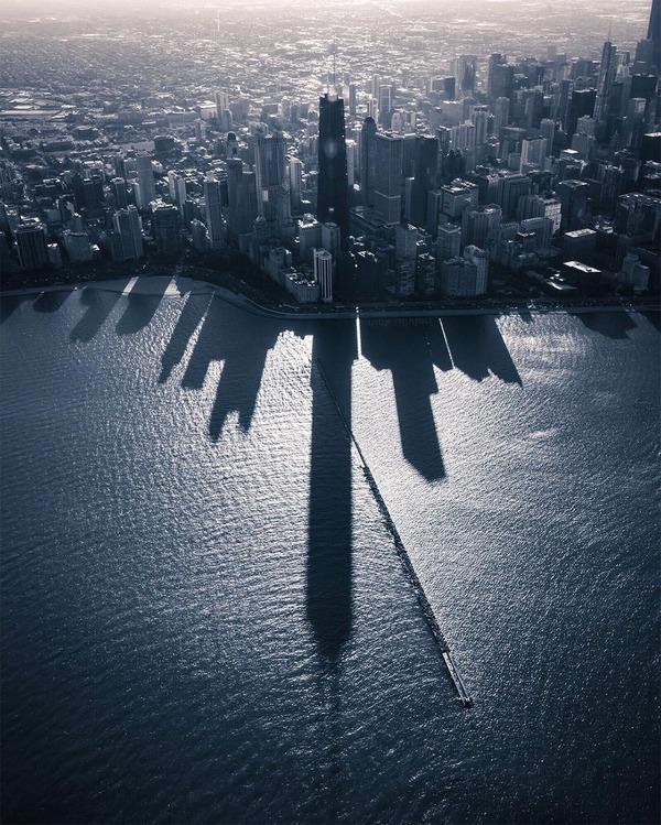 ミシガン湖に反射するシカゴのスカイラインの影が格好良い! (2)