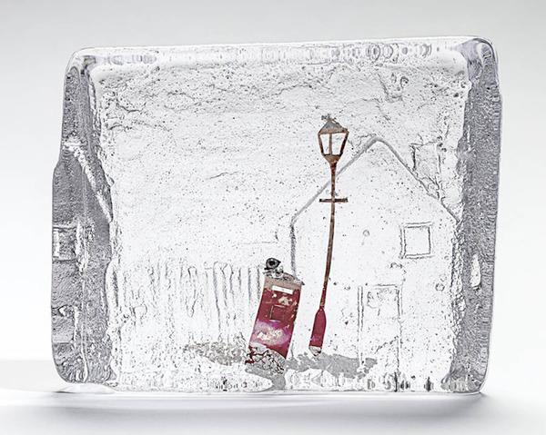 ガラスの中のミニチュア。氷に閉じ込められたような凍結世界 (10)