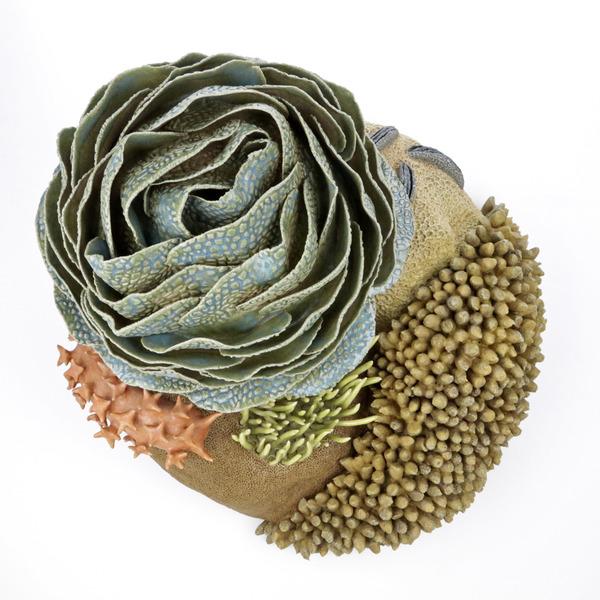 エアダクトから珊瑚礁。陶磁器による彫刻 (8)