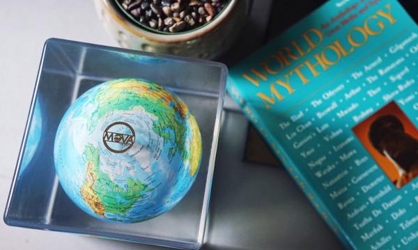 地球が回る。太陽光の力で回転する小さな地球儀『MOVA Cube』 (3)