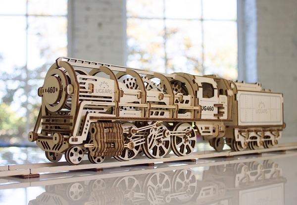 天然木材で接着剤なしで動く機関車模型 (1)