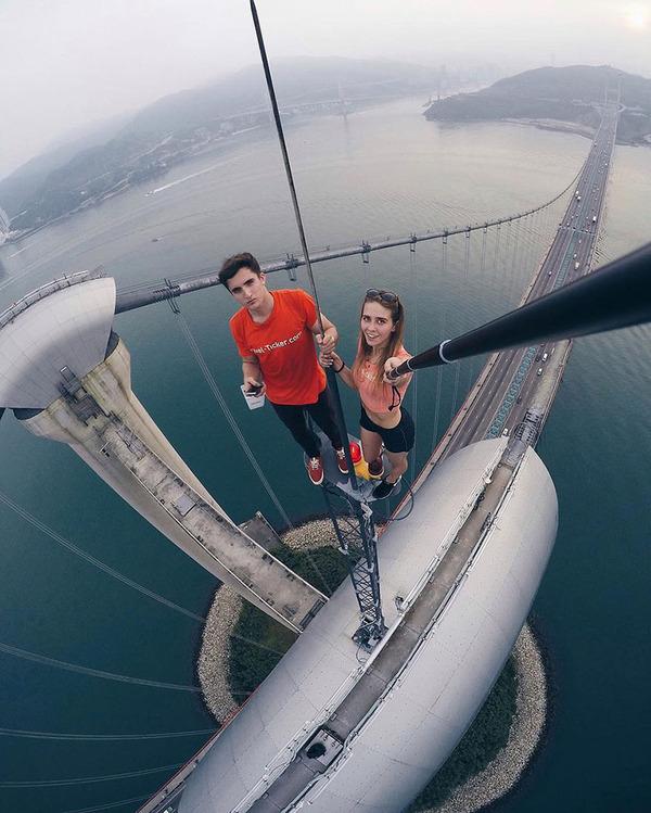 高い所怖い!ロシア女性が超高いビルなどで自撮り画像 (3)