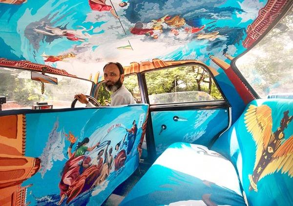 明るい気分で乗車できる!超カラフルなインドのタクシー (1)