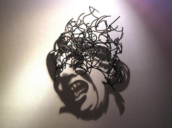 鋼線に光を当てると影の形が生まれるシャドーアート! (5)