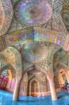 マスジェデ・ナスィーロル・モスクの建築デザインとステンドグラス