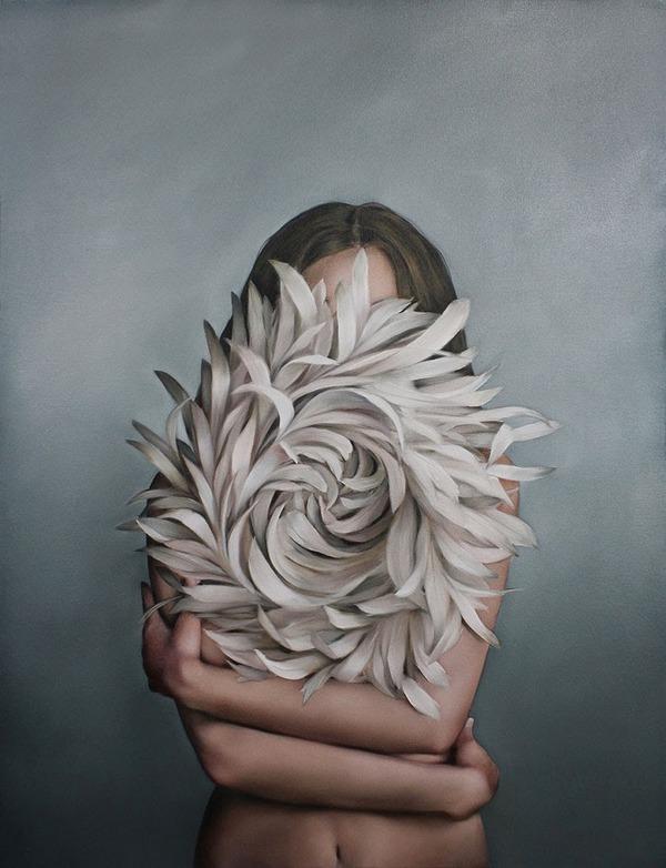 頑なに顔は見せない!顔が隠されたシュールな女性の肖像画 (1)
