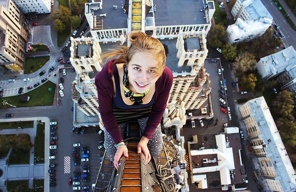 高い所怖い!ロシア女性が超高いビルなどで自撮り画像 (6)