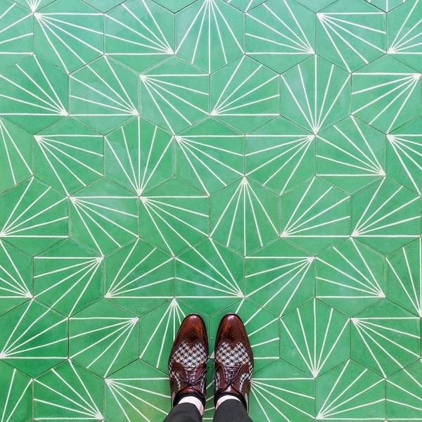 カラフルで多様なロンドンの床の写真シリーズ (1)